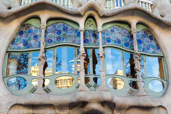 Casa Batlló main window supported by bone like supports.
