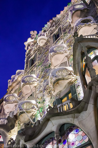Gaudí Casa Batlló at night