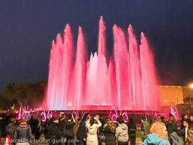 Click to see night photos of the magic fountain of Montjuïc.