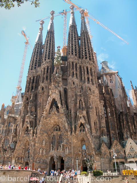 Beat the queue at gaudi 39 s sagrada familia for Kathedrale barcelona gaudi