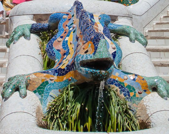 Antoni Gaudí Park Güell Entrance Dragon Fountain