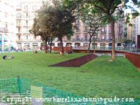 Small green square close to NH Barcelona Centro Hotel in Barcelona