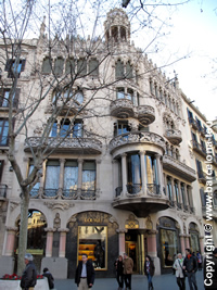 Barcelona 39 s city centre guide one day in the city for Living room city center barcelona