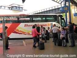 A fila de embarque do Barcelona Bus